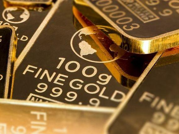 Investitorii și băncile centrale continuă să achiziționeze aur, pe fondul temerilor unei noi crize mondiale