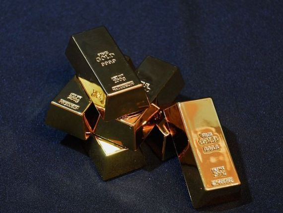 Goana după aur  anunță criza mondială. Metalul prețios a depășit pragul psihologic de 1.500 de dolari, randamentele obligațiunilor scad sub zero