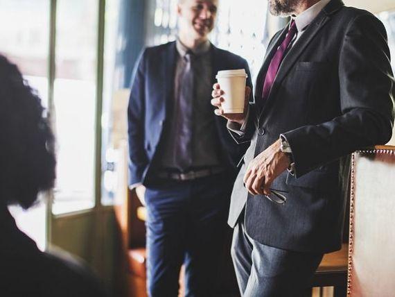 Cât timp pierd angajații români la cafea și țigară, la telefon sau bârfindu-și colegii. Cauzele care afectează productivitatea muncii