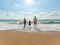 """Cum vom face turism în această vară: """"paşapoarte COVID-19"""" obligatorii și coridoare speciale pentru călătorii. Decizie la nivelul UE"""