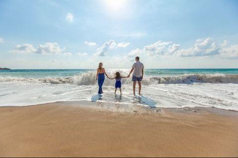 Cât ne vor costa vacanțele pe litoral, în această vară. Comparație între România, Bulgaria și Grecia