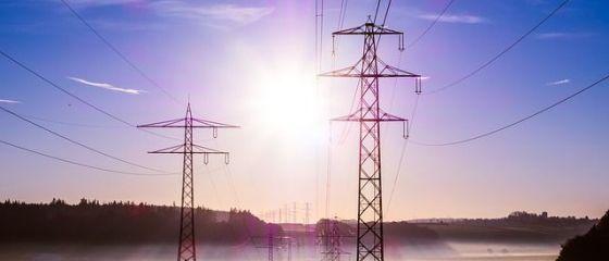Preţul energiei pe piaţa spot a bursei OPCOM a crescut cu peste 45% în decembrie, faţă de aceeaşi lună a anului precedent