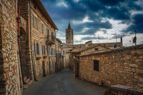 O regiune din Italia oferă câte 700 euro pe lună celor care se mută acolo. Ce trebuie să facă nou-veniții pentru a primi banii