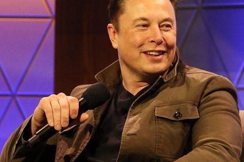 Trump îl consideră pe Elon Musk  unul dintre marile noastre genii