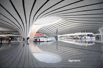 China a inaugurat cel mai mare aeroport din lume. Clădirea futuristă este în întregime la înălţime și are un acoperiș cât 25 de terenuri de fotbal