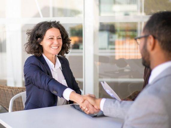 (P) Ce rol are un avocat care oferă consultanță în achiziții publice?