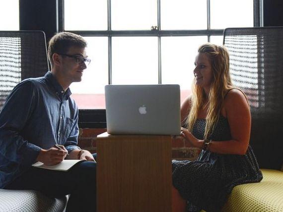 Speranţa de angajare a tinerilor a crescut în 2019. Companiile au mii de joburi disponibile pentru candidați fără experiență