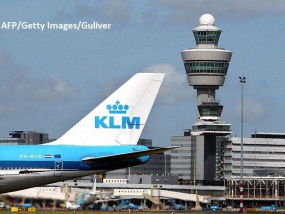 Cea mai veche companie aeriană din lume a împlinit 100 de ani. Primul zbor intercontinental a durat 55 de zile. Azi, zboară cu combustibil din ulei reciclat și îl are pilot pe însuși regele țării