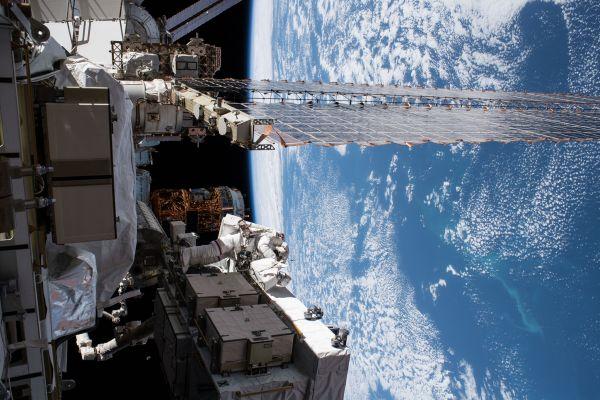 Astronautele Christina Koch și Jessica Meir au efectuat, pe 18 octombrie. prima ieșire exclusiv feminină în spațiul cosmic, pentru reparații la Stația Spațială Internațională, scriind astfel istorie. Foto: NASA