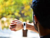 Compania mamă a Google vrea să preia Fitbit