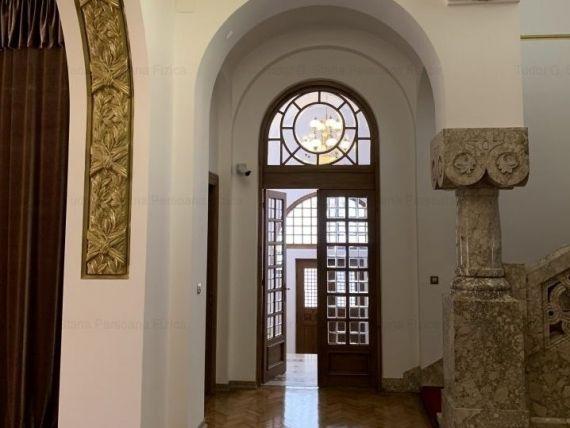 Cum arată vila din București care se închiriază cu 20.000 euro/lună. Construită în stil neoromânesc cu accente Art Nouveau, a fost ambasadă și sediu de birouri exclusivist