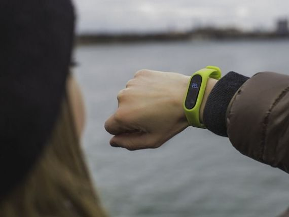 Firma mamă a Google cumpără Fitbit, pentru 2,1 mld. dolari