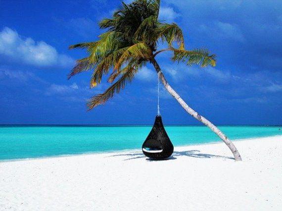 Interesul românilor pentru o vacanţa de iarnă pe plaje exotice s-a triplat în acest an. Preţul mediu al unui sejur de Revelion este de 2.600 euro