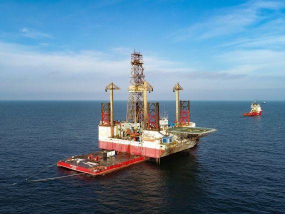 Premieră în România. OMV Petrom a adus la ţărm platforma marină Gloria, prima operațiune de acest fel din istoria industriei petroliere românești