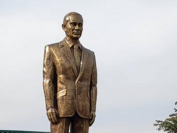 Țara care i-a ridicat statuie aurită de 2,5 metri lui Vladimir Putin