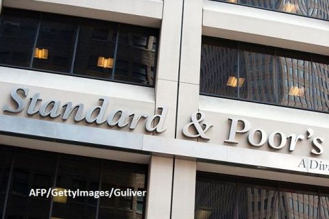 """Standard & Poor's a reconfirmat ratingul României la """"BBB-/A-3"""" recomandat pentru investiții, dar cu perspectiva negativă. Agenția estimează că economia se va contracta cu 5,5% în 2020"""