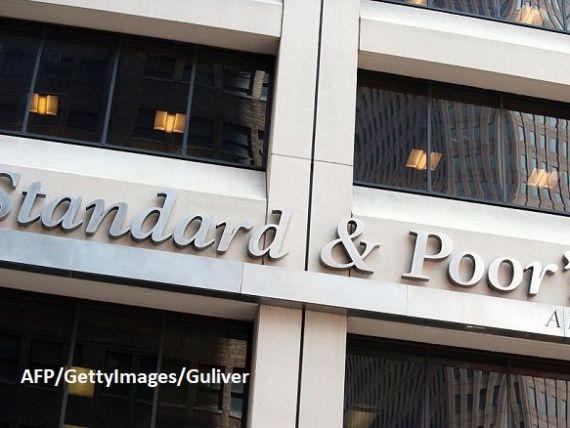 Standard  Poor s a reconfirmat ratingul României la  BBB-/A-3  recomandat pentru investiții, cu perspectiva negativă. Agenția estimează că economia se va contracta cu 5,5%