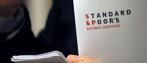 Consecințele perspectivei negative pe care a primit-o economia României din partea S P. Costuri de împrumut mai mari și presiune pe curs