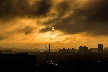Bucureștenii respiră un aer de două ori mai toxic decât limita europeană admisă. Consecințe pentru sănătate