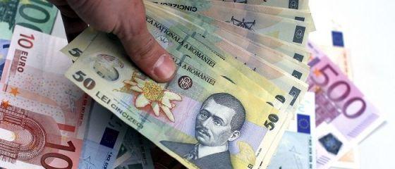 Leul s-a depreciat marţi în raport cu euro, dar a crescut faţă de dolar