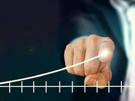Analiştii anticipează că impactul economic al pandemiei în România se va resimţi puternic tot anul. Deficitul bugetar trece de 6,5%, euro ar putea atinge pragul de 5 lei
