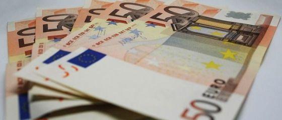 Euro coboară spre 4,77 lei. Francul elveţian se opreşte din creştere