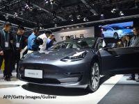 """Primele mașini Tesla """"made in China"""" au ieșit pe poarta fabricii. Cât costă Model 3 fabricat la Shanghai"""