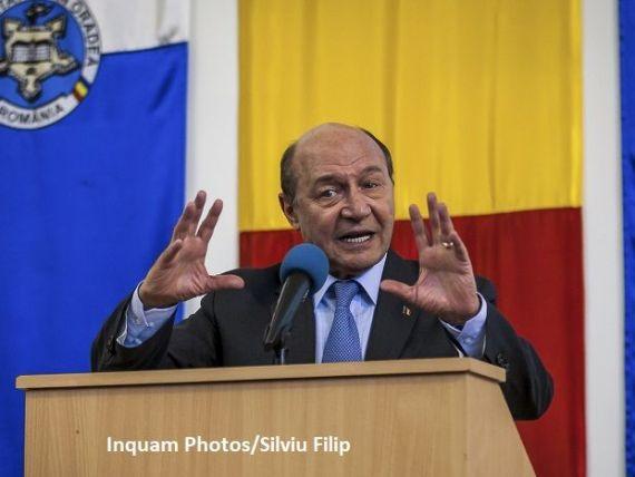 Băsescu: E uşor să  grecizezi  România. Cei care se bucură că le intră nişte bani din împrumuturi vor vedea în câteva luni că tot ce au primit s-a pierdut din cauza inflației