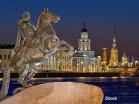 Wizz Air lansează o cursă low-cost din România către  Veneția Nordului , cel mai frumos oraș al Rusiei. Prețurile pornesc de la 30 euro