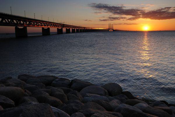 Podul Oresund, cu o lungime de aproape 8 km, care leagă Danemarca de Suedia va primi un nou strat de vopsea, proiect care va dura 13 ani. 400.000 de litri de vopsea vor fi aplicați în cinci straturi. Foto: iStock