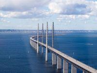 Revopsirea celebrului pod care leagă Danemarca de Suedia va dura 13 ani. Vor fi folosiți 400.000 de litri de vopsea, aplicată în cinci straturi