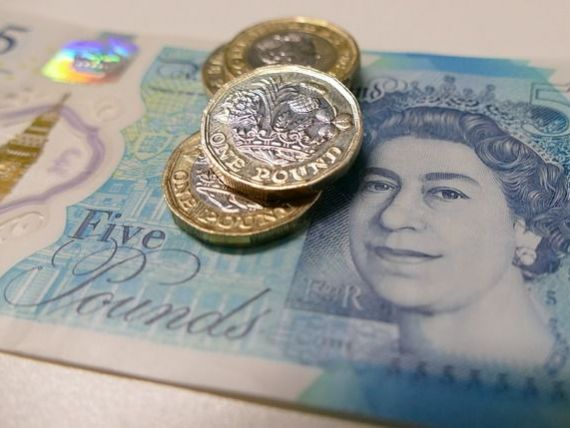 Lira sterlină crește în ziua Brexitului