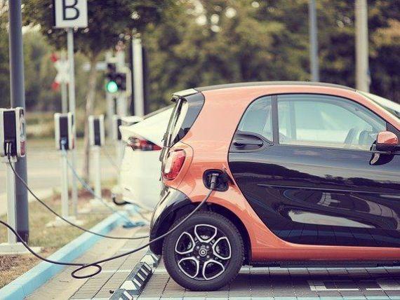 Cererea de maşini electrice în UE creşte, dar europenii rămân reticenţi faţă de cele autonome. Câte autovehicule  verzi  s-au vândut în România