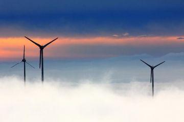 China, cel mai mare emiţător global de gaze cu efect de seră, și-a dublat capacitate de producție de energie regenerabilă, în 2020