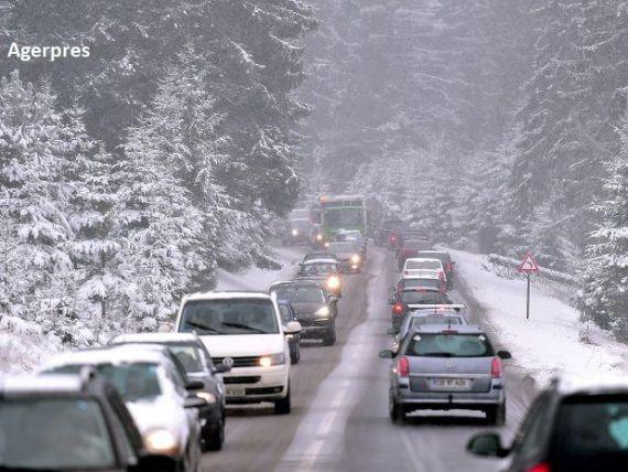 Drum forestier în loc de autostradă. Soluția propusă de ministrul Transporturilor pentru aglomerația de pe Valea Prahovei