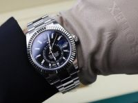 Libanezii cumpără masiv ceasuri Rolex și mașini de lux, pentru a-și proteja economiile. De ce au blocat băncile retragerile de numerar și transferurile de valută