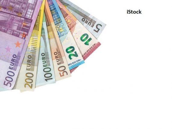 Euro scade spre nivelul de 4,8 lei. Lira sterlină, cel mai mic nivel din noiembrie 2019