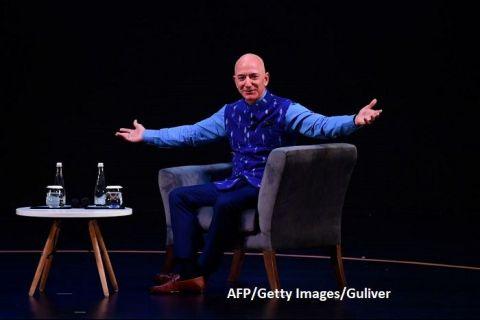 Jeff Bezos, fondatorul Amazon, pe primul loc în topul Forbes al celor mai bogați americani, pentru al treilea an consecutiv. Preşedintele Donald Trump coboară în clasament