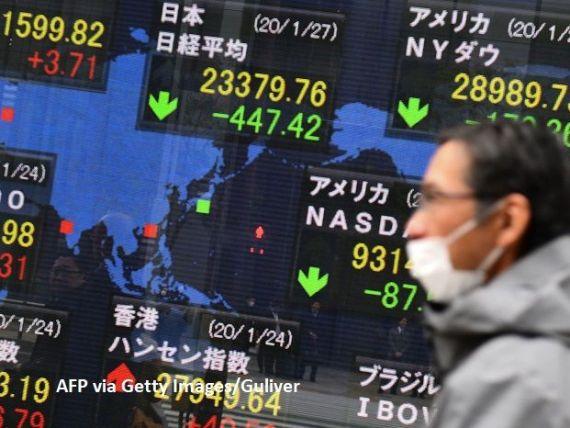 Investitorii își mută banii din Asia și-i bagă în dolari și aur, de teama unei pandemii cu coronavirus. Moneda americană se apreciază