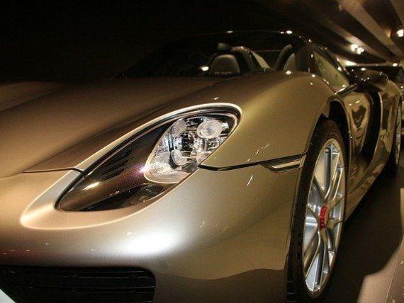 Percheziţii la sediile Porsche, într-o nouă investigaţie legată de manipularea emisiilor poluante. Care sunt acuzațiile