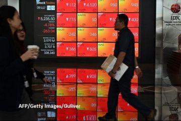 Bursele din întreaga lume se prăbușesc, pe fondul răspândirii coronavirusului și scăderii preţului petrolului. Japonia se îndreaptă spre recesiune, euro și aurul cresc masiv