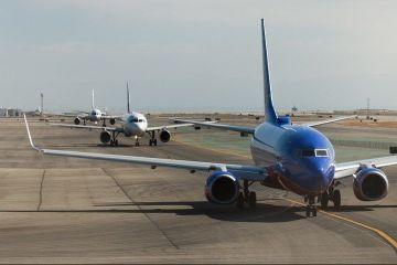 IATA: Companiile aeriene nu-şi permit să restituie costul biletelor anulate din cauza pandemiei. Ce soluție au găsit operatorii pentru a-și despăgubi clienții