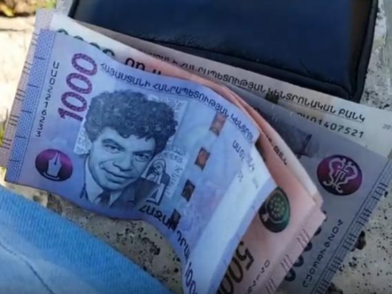 Țara care înlocuiește toate bancnotele folosite cu unele noi, pentru a limita răspândirea coronavirusului