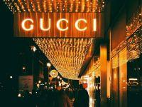 Marile branduri de lux europene produc materiale sanitare. Saint Laurent, Gucci şi Balenciaga vor fabrica măşti, LVMH produce gel pentru spitale