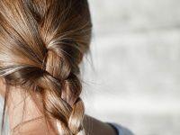 (P) Cum să folosești uleiul de ricin pentru păr, gene și sprâncene