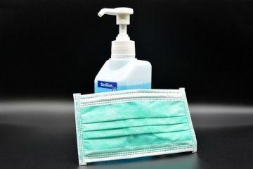 Tot mai multe companii românești poduc materiale sanitare, în lupta cu pandemia. Un milion de măşti pe zi vor fi disponibile pentru populaţie,  la preţuri normale