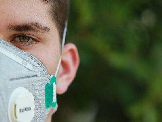 O mască imprimabilă 3D reutilizabilă, realizată de o echipă de cadre didactice de la ASE, trimisă la avizare