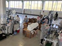 Compania din Bihor care produce 300.000 de măști pe zi. Un milion de măşti, combinezoane și halate au ajuns deja în spitale, la poliție, jandarmerie, la Tarom și în farmacii