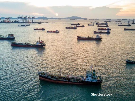 Milioane de tone de motorină şi combustibil de avion, stocate pe mările lumii. Cererea pentru supertancuri petroliere crește masiv