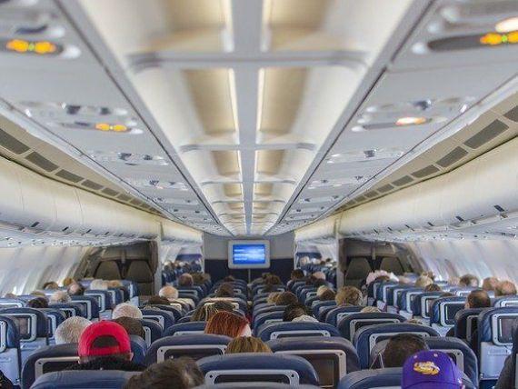 DPA: Comisia Europeană respinge planul privind emiterea de vouchere în schimbul returnării banilor pentru cursele aeriene anulate. Nici scaunele din mijloc nu vor rămâne goale